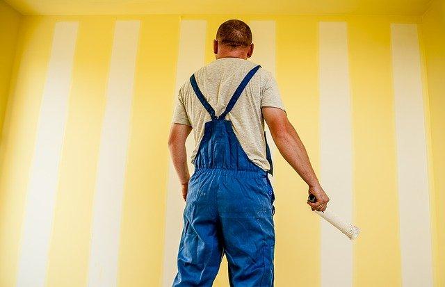 Malowanie ściany farbą