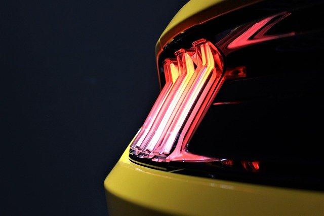 światło samochodu
