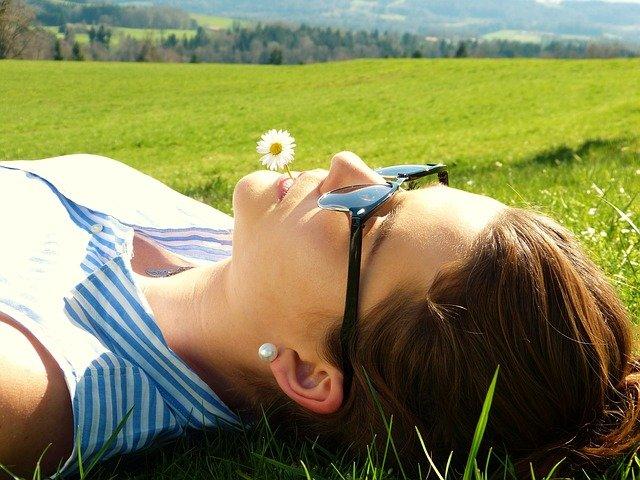 relaks na trawie